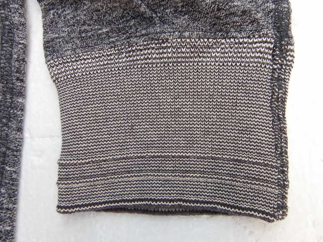 アメリカ綿の落ち綿と超長綿をブレンドしたむら糸を使用し、生地をあまく編み立て独特なヴィンテージ感にあふれた杢調を再現した3/4スリーブTシャツ。