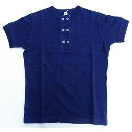 pure blue japan -ピュアブルージャパン- 先染めインディゴスラブ糸で編み立てたダブルボタンヘンリーネック半袖Tシャツ 日本製