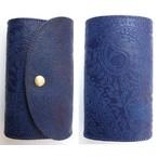 RE.ACT -リアクト- 国内でなめしたタンロー革を藍染めしペイズリー型押しした3つ折りミドルウォレット 日本製